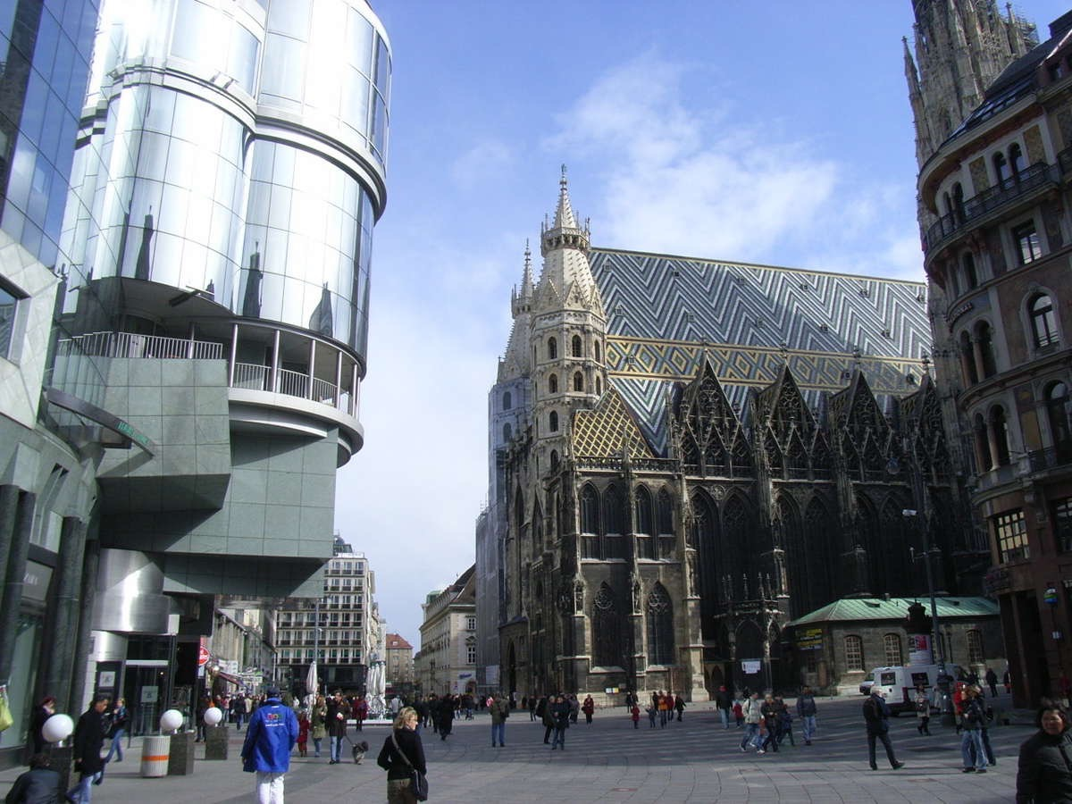 Stefensplatz Vienna, showing both the old and new architecture